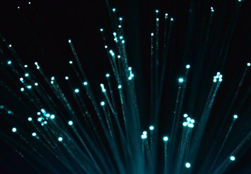 Jaki rodzaj sygnały wykorzystuje światlowód